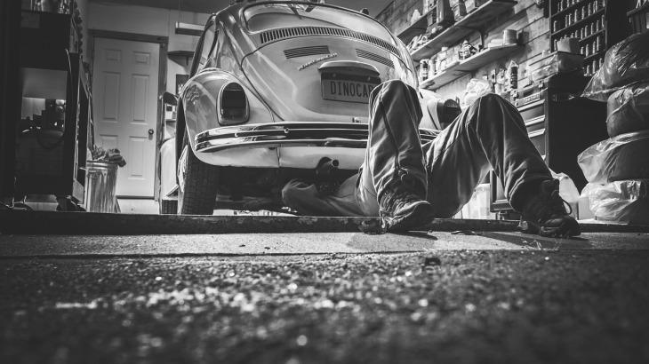 Firmy budowlane i komisy samochodowe