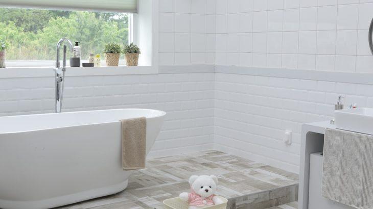 Łazienka a poddaszu – kilka porad aranżacyjnych