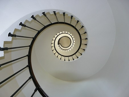Czym wykończyć schody w domu?